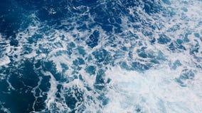 Acqua schiumosa dall'oceano, vista superiore dell'oceano immagini stock