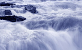 Acqua scorrente veloce Fotografia Stock