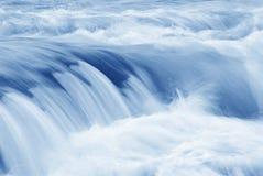 Acqua scorrente veloce Fotografie Stock Libere da Diritti