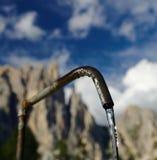 Acqua sorgiva dalla fonte Fotografia Stock Libera da Diritti