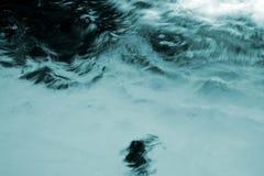 Acqua tempestosa Fotografie Stock Libere da Diritti