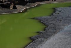 Acqua verde di Lago Verde, Lanzarote Fotografie Stock