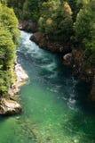 Acqua verde smeraldo nella Patagonia, Cile di Green River con whitewater immagini stock libere da diritti