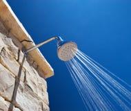 Acquazzone freddo in giorno di estate caldo Immagine Stock Libera da Diritti