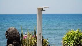 Acquazzone sulla spiaggia video d archivio