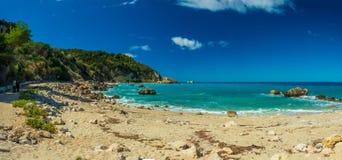 Acque blu del mare ionico, vicino ad Agios Nikitas, Leucade immagine stock libera da diritti
