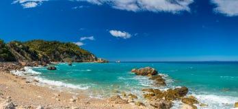 Acque blu del mare ionico, vicino ad Agios Nikitas, Leucade immagine stock