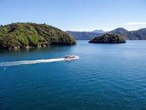 Acque costiere dal traghetto della Nuova Zelanda Fotografia Stock