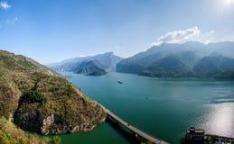 Acque di fiume del fiume Chang Jiang Three Gorges Qutangxia Fengjie fotografia stock