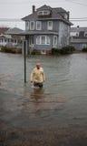 Acque di inondazione nell'uragano Sandy della via Immagini Stock