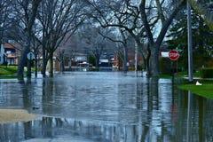 Acque di inondazione profonde immagine stock