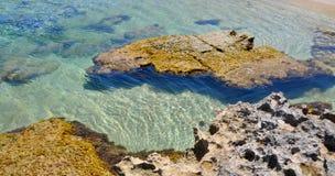 Acque di Peron del capo le chiare e scogliera della spiaggia Fotografie Stock