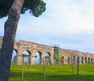 Acquedotti degli Parco κατά μήκος του τρόπου Appian στη Ρώμη Στοκ Φωτογραφία