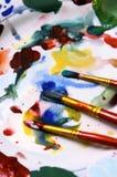 Acquerelli, spazzole e gamma di colori Fotografia Stock Libera da Diritti