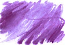 Acquerello porpora astratto su fondo bianco La spruzzata di colore royalty illustrazione gratis