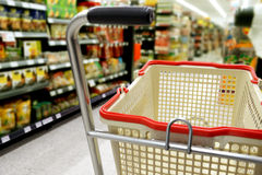 acquistando nel supermercato Fotografia Stock