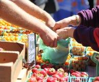 Acquisto dei prodotti. Fotografia Stock Libera da Diritti