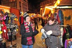 Acquisto del mercato di Natale Fotografie Stock