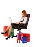 Acquisto della donna in linea Immagine Stock