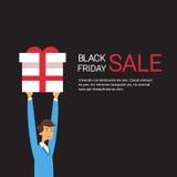 Acquisto di Black Friday di vendita di festa della scatola del presente della tenuta dell'uomo di affari Immagini Stock Libere da Diritti
