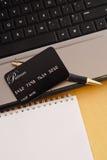 Acquisto di carta di credito in linea Fotografia Stock