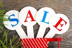 Acquisto di vendita di Natale Slitta rossa in pieno dei contenitori di regalo Fotografia Stock