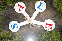 Acquisto di vendita di Natale Slitta rossa in pieno dei contenitori di regalo Immagini Stock Libere da Diritti