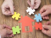 Acquisto domestico con l'aiuto del nucleo familiare immagini stock