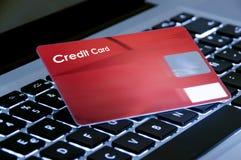 Acquisto in linea, computer portatile e carta di credito Fotografia Stock