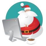Acquisto sveglio della Santa per il natale sul suo calcolatore Immagine Stock Libera da Diritti