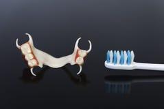 Acrílico líquido da dentadura do fecho em um fundo preto Fotografia de Stock