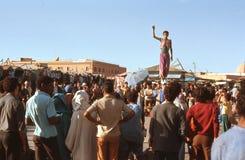Acróbatas en Marrakesh, Marruecos. Imagen de archivo