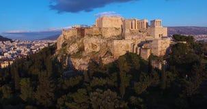 Acrópole Atenas, vista aérea de Odeon da citadela antiga de Herodes Atticus And Acropolis Of Athens filme