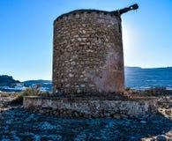 A acrópole e a vila da foto de Lindos tomadas do monte do túmulo de Kleovoulos imagens de stock