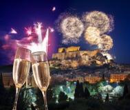 Acrópolis con el fuego artificial, celebración del Año Nuevo en Atenas, Grecia Fotografía de archivo libre de regalías