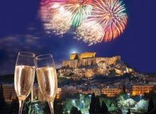 Acrópolis con el fuego artificial, celebración del Año Nuevo en Atenas, Grecia Imágenes de archivo libres de regalías