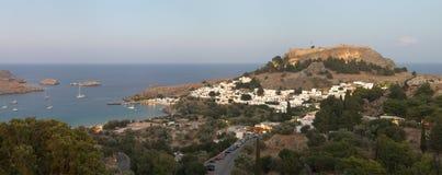 Acrópolis de Lindos por la tarde. Rodas. Grecia Foto de archivo libre de regalías
