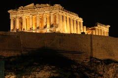 Acrópolis en la noche fotografía de archivo libre de regalías