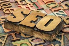 Acrônimo de SEO no tipo de madeira Imagens de Stock Royalty Free