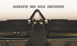 Acredite Nr.-seus instintos, portugiesischer Text für das Ihr Vertrauen Lizenzfreie Stockfotografie