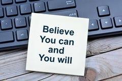 Acredite que você pode e você em notas fotografia de stock royalty free