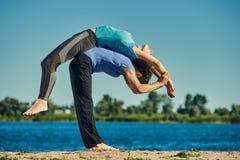 Acro-Yoga asana Lizenzfreie Stockfotos