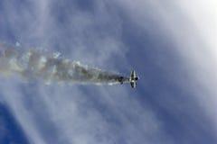 Acrobacias aéreas imagenes de archivo