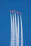 Acrobacias aéreas rojas de las flechas Foto de archivo libre de regalías