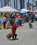 Acrobat on Venice Beach Entertains the weekend Visitors Royalty Free Stock Images