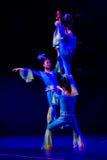 Acrobatas chinesas. Trupe dos Acrobatics de Shantu. Imagem de Stock