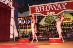 Acrobate cinesi nel circo del circo, Reno immagine stock