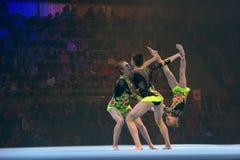 Acrobates de filles sur l'étape photo libre de droits