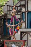 Acrobates de jonglerie photo stock