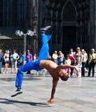 acrobatic capoeiracolognegermany kick Arkivfoto